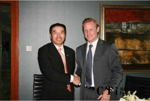 Convergys公司亚太区常务董事Benjamin Hart与宇信易诚CEO洪卫东